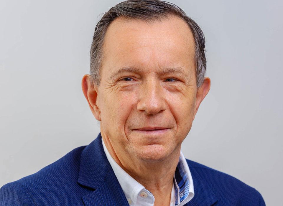 Dr. FRANK HEINISCH